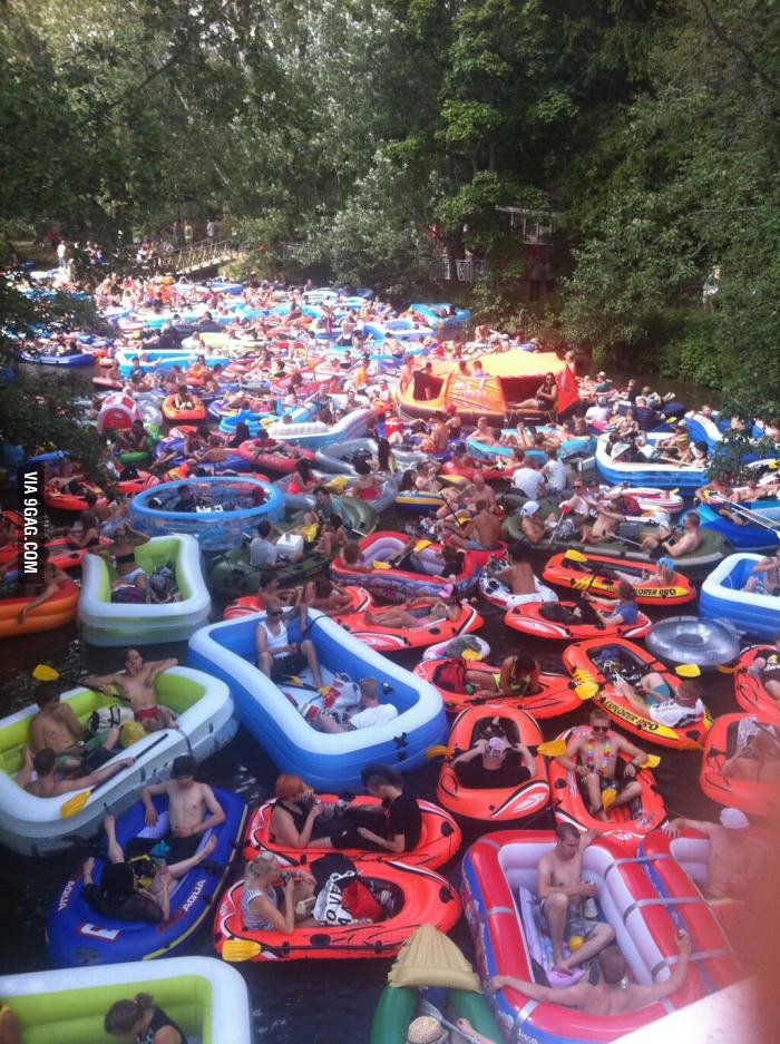 Annual &ldquobeer floating&rdquo event in Finland