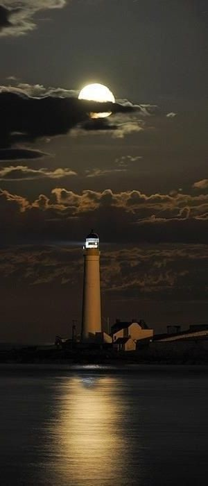 20)Scurdie Ness Lighthouse, Montrose, Angus, Scotland