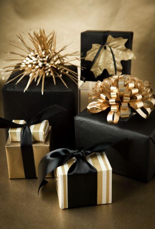 Glittering-Black-And-Gold-Christmas-Decor-ideas-22