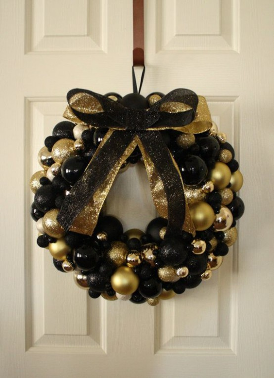 Glittering Black And Gold Christmas Decoration Ideas The