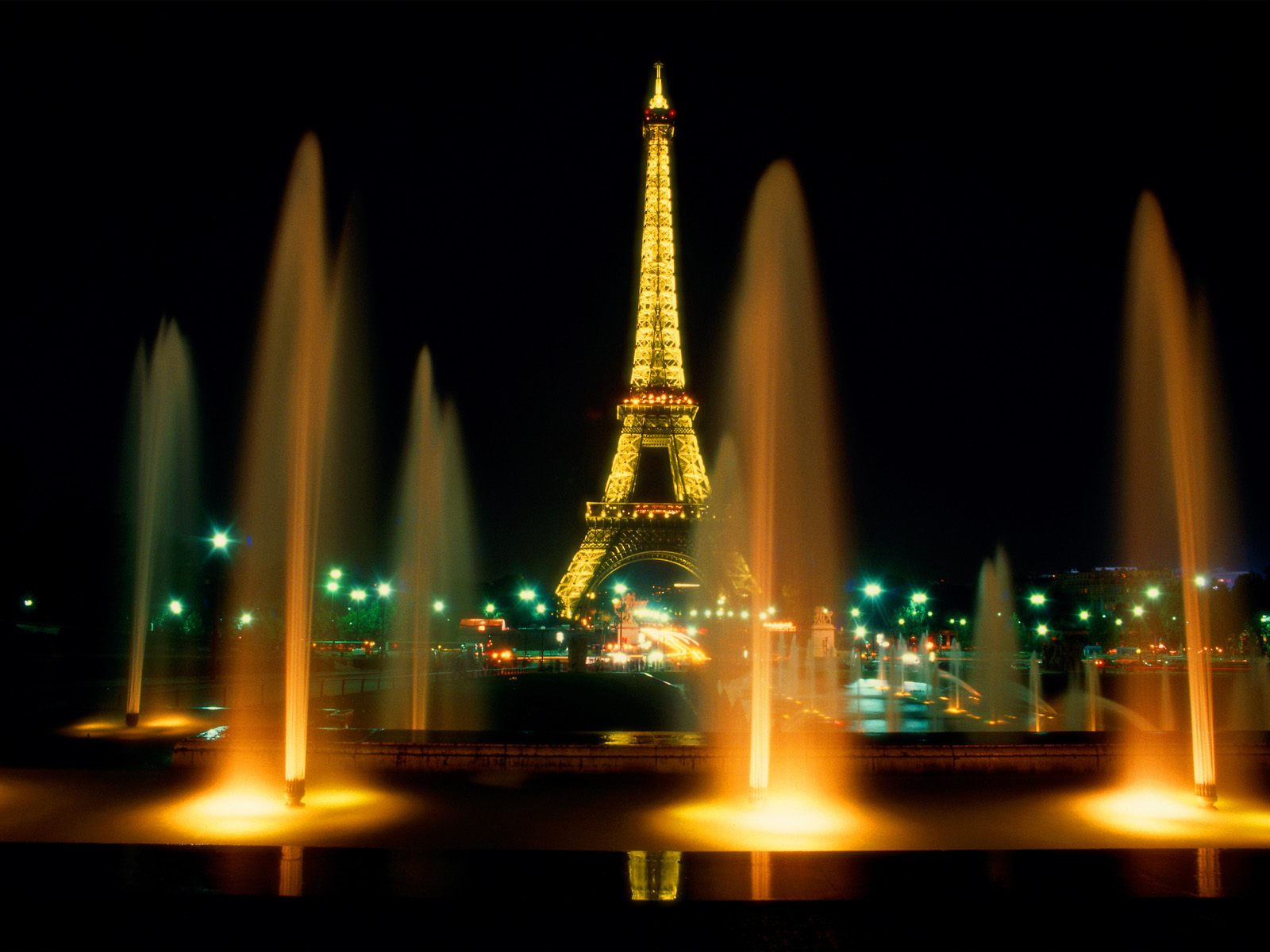 6975334-eiffel-tower-at-night-paris