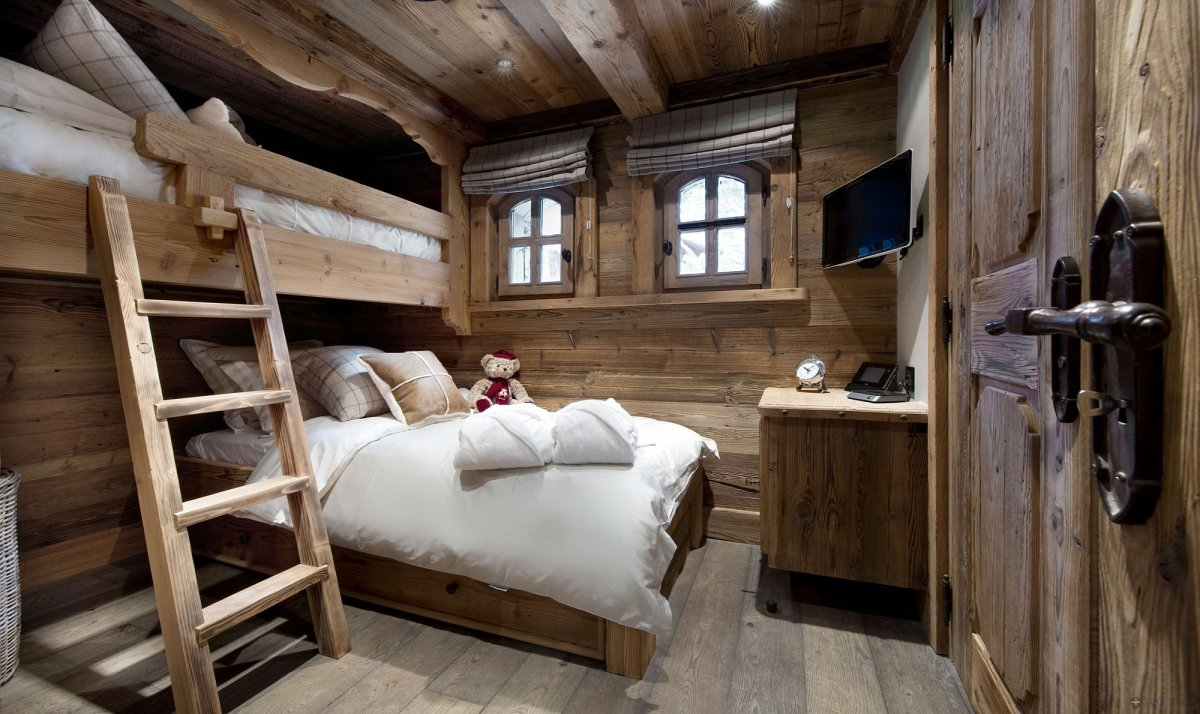 Comfortable-Rustic-Bedroom-Design-Ideas-With-Wood-Simple-Staircase-And-Wooden-Ceiling-Also-White-Bed-And-Wooden-Flooring-Design