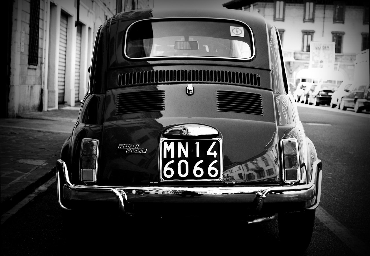 Fiat_500_Black_and_White_Italy_by_EuroFlash
