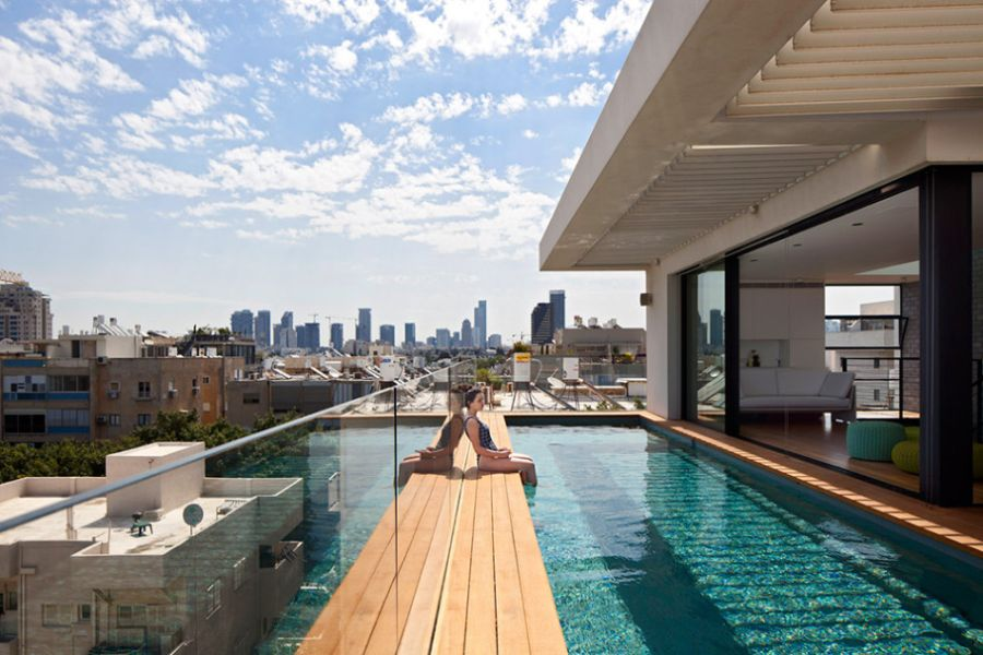 Fifth-floor-swimming-pool-in-the-Tel-Aviv-home