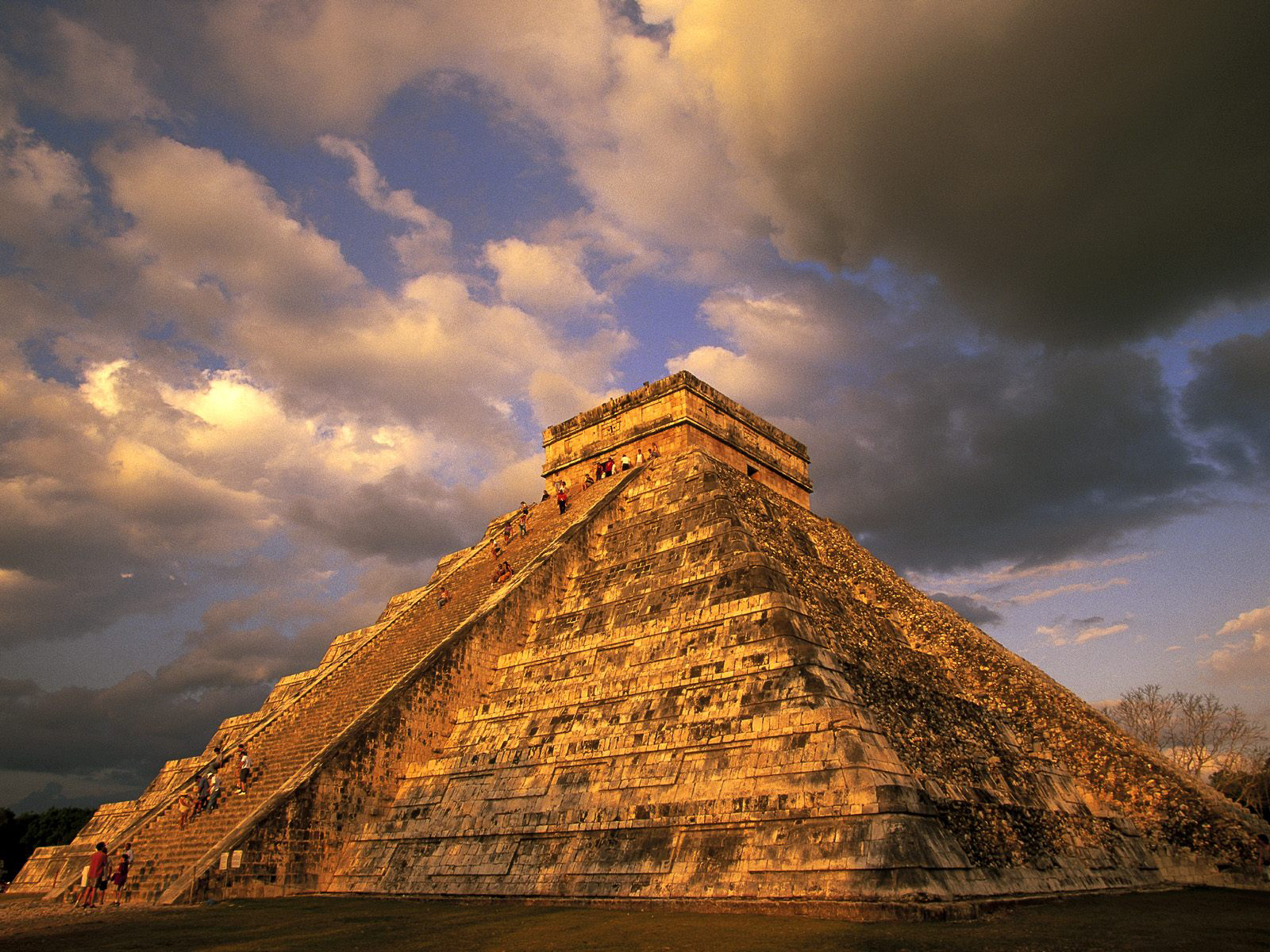 Pyramid at Chich&eacuten Itz&aacute, Yucatan Peninsula, Mexico