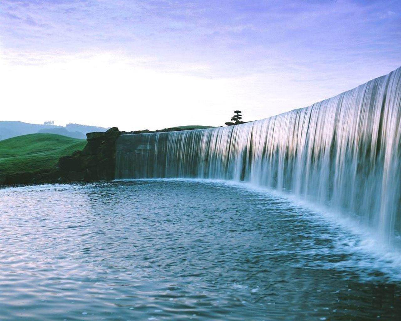 Very-Attractive-Beautiful-Waterfall