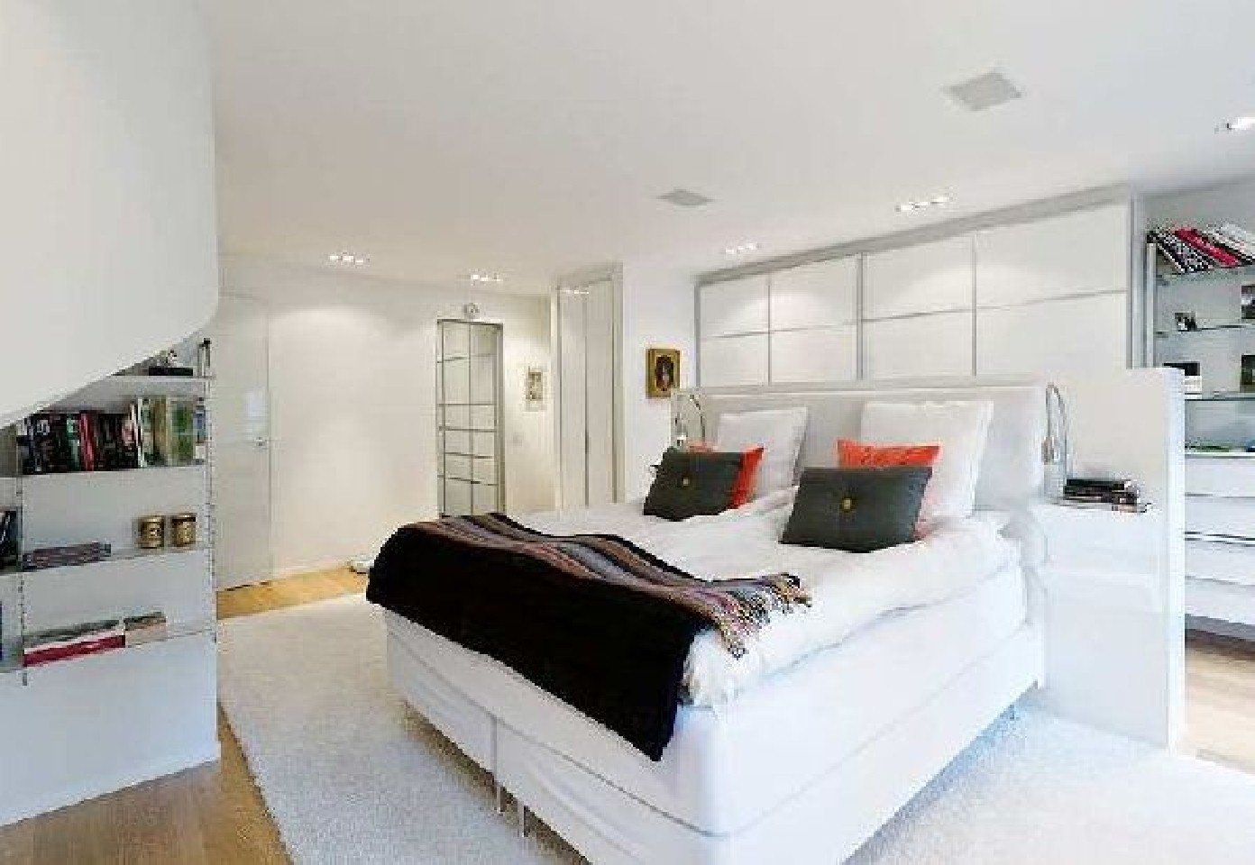extraordinary-simple-large-beds-white-bedroom