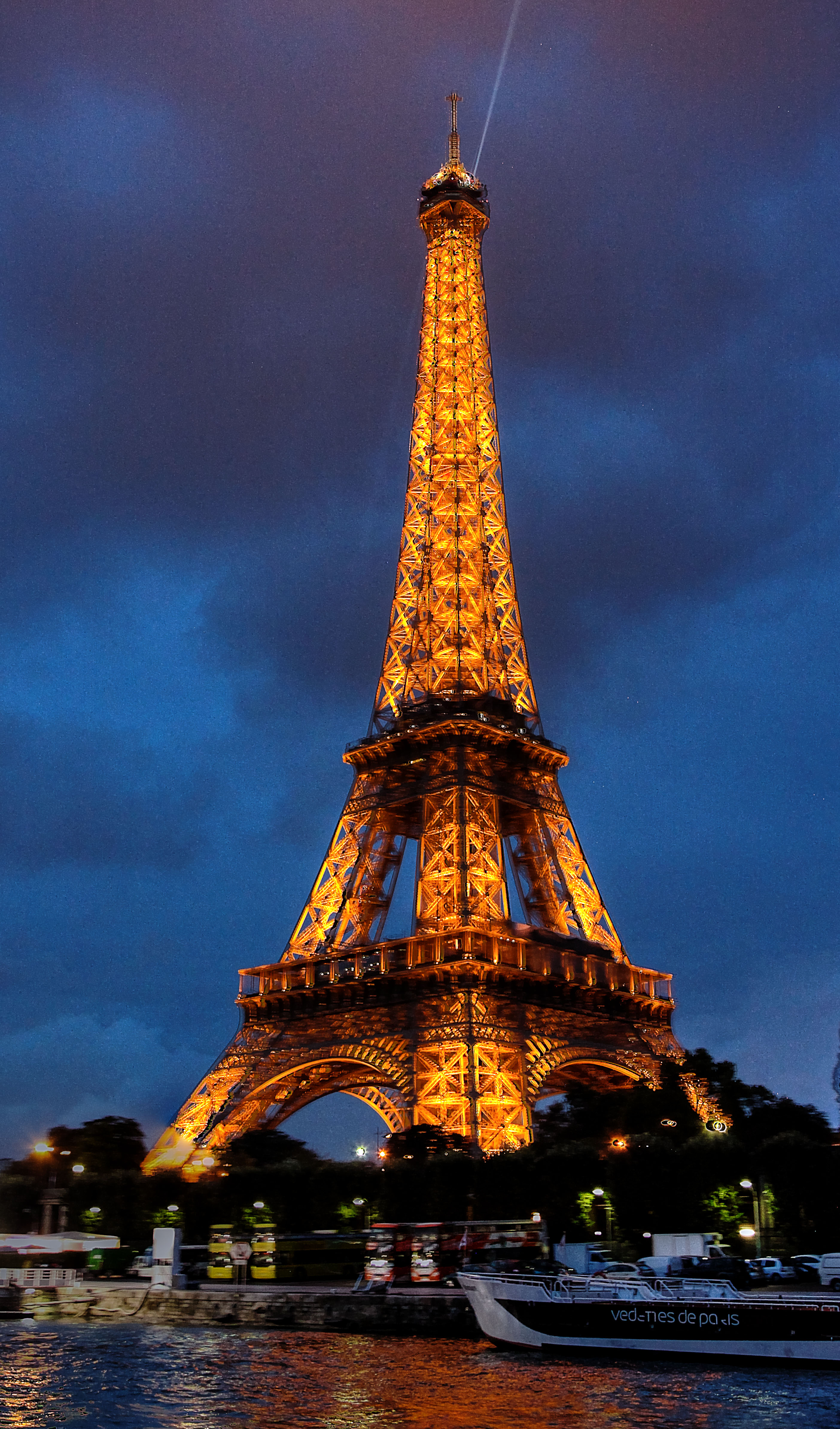 img_4849_50_51_tonemapped_eiffeltower_web