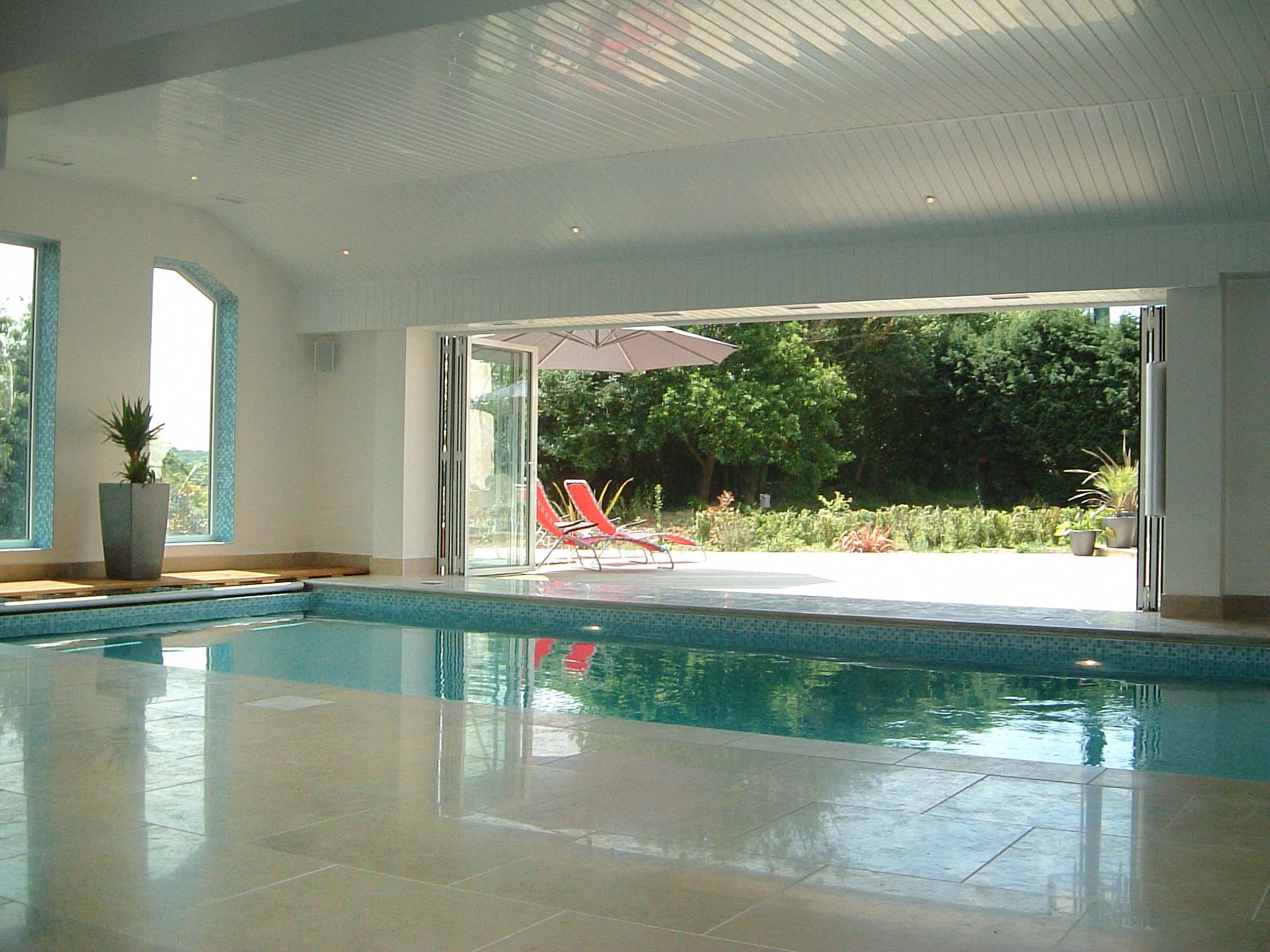 Indoor swimming pool ideas for your home for Interior swimming pool
