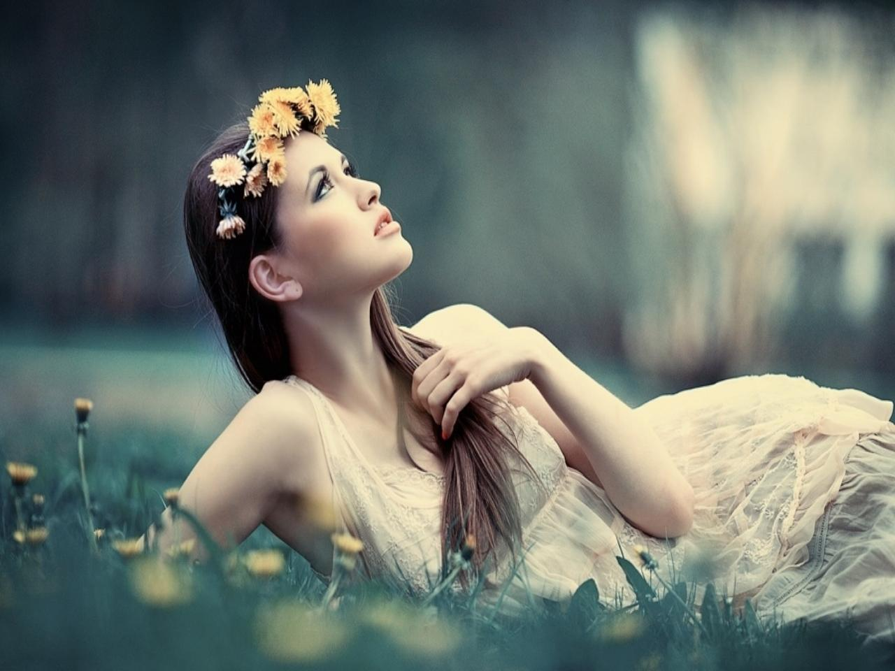 wearing-flower-ring-girl-photography-facebook-timeline-cover,1280x960,66709