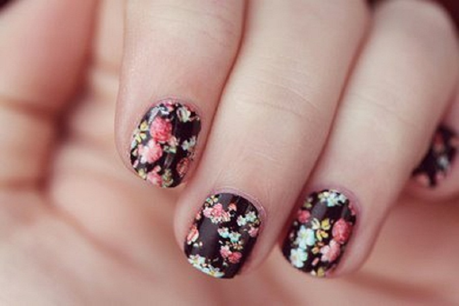 Black-and-Flowers-Easy-Nail-Art-Designs