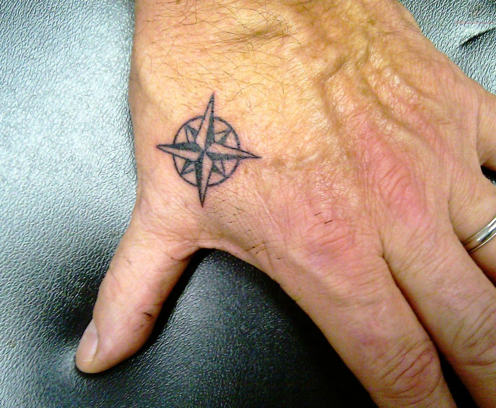 Tiny-Compass-Tattoo-On-Hand