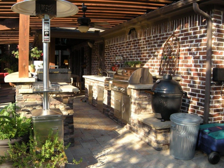 30 rustic outdoor design for your home for Outdoor kitchen brick design