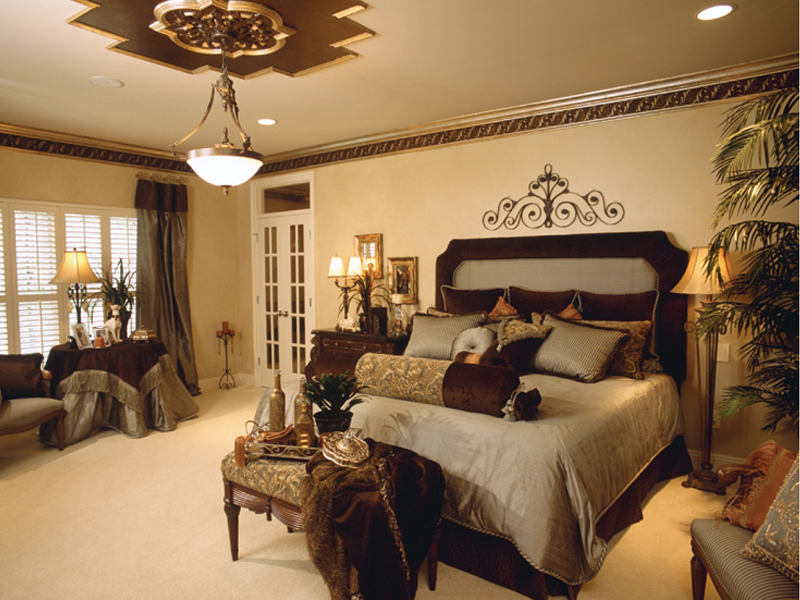 25 traditional bedroom design for your home for Master bedroom design plans