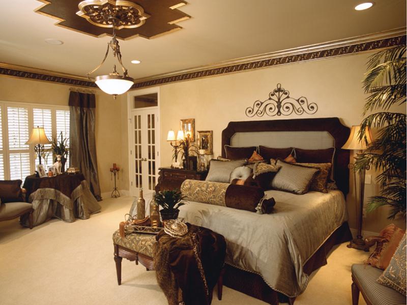 traditional-master-bedroom-designs-