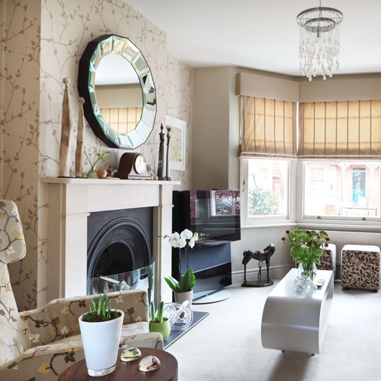 Living-room-wallpaper-traditional-pattern--25-Beautiful-Homes