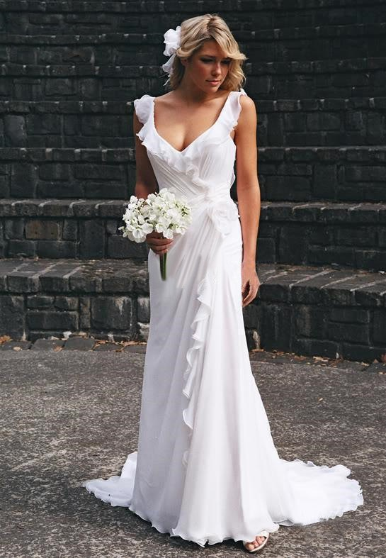 beautiful-and-relaxed-beach-wedding-dresses-37