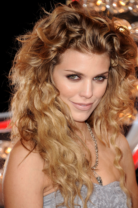 30 Best Curly Hairstyles For Women - The WoW Style