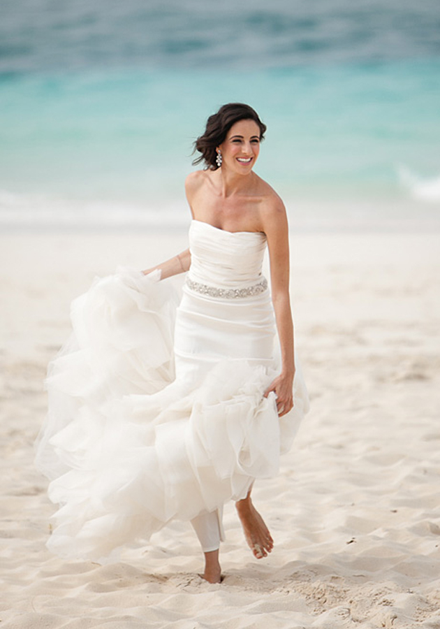 25 beautiful beach wedding dresses for Best wedding dresses for beach weddings