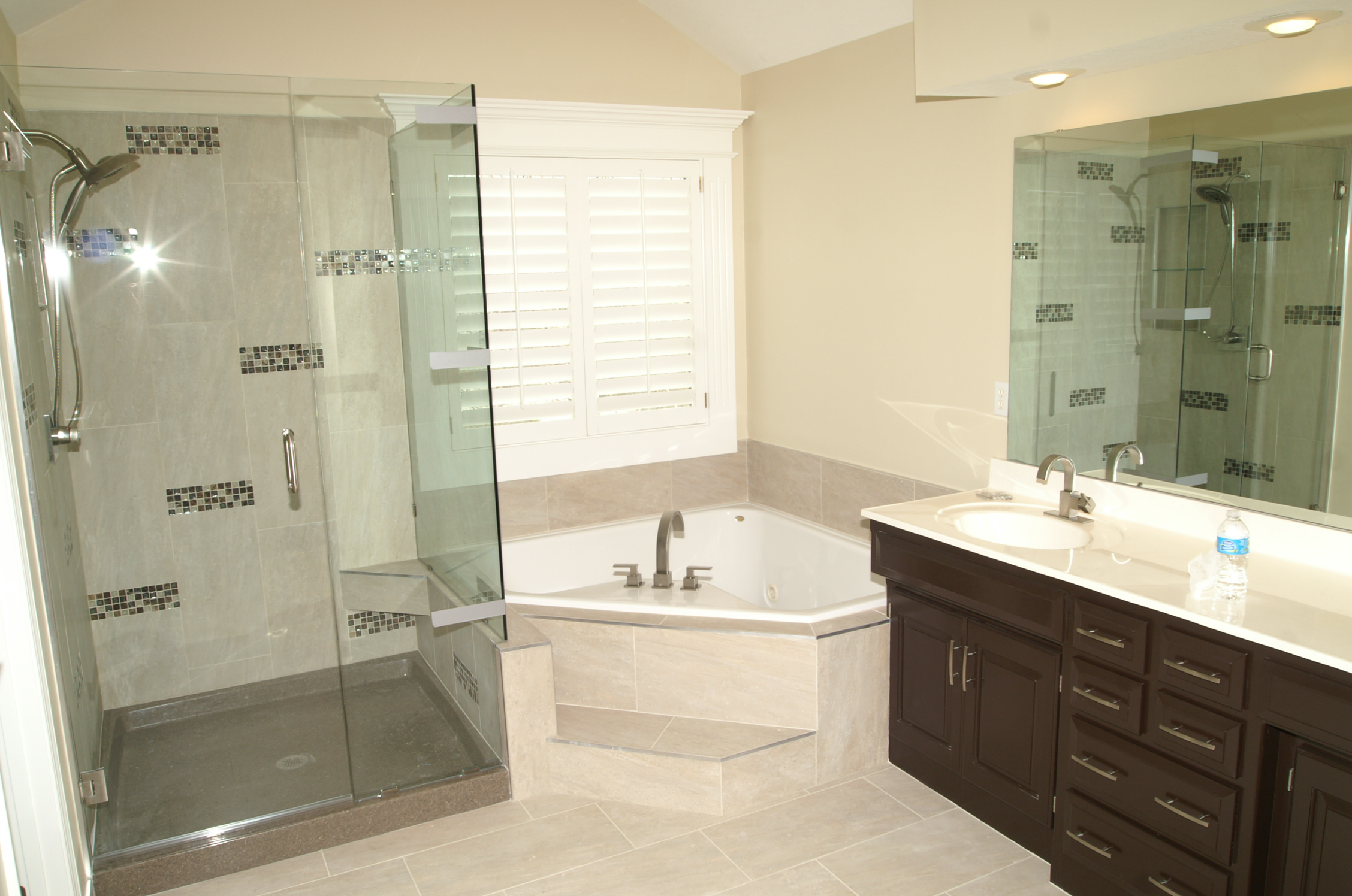25 best bathroom remodeling ideas and inspiration - Corner tub bathrooms design ...