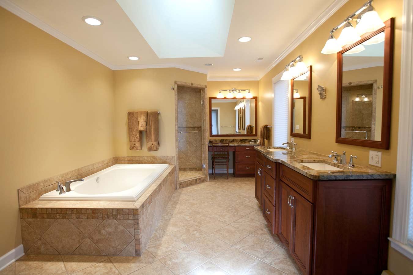 25 best bathroom remodeling ideas and inspiration for Bath remodel for small bathrooms