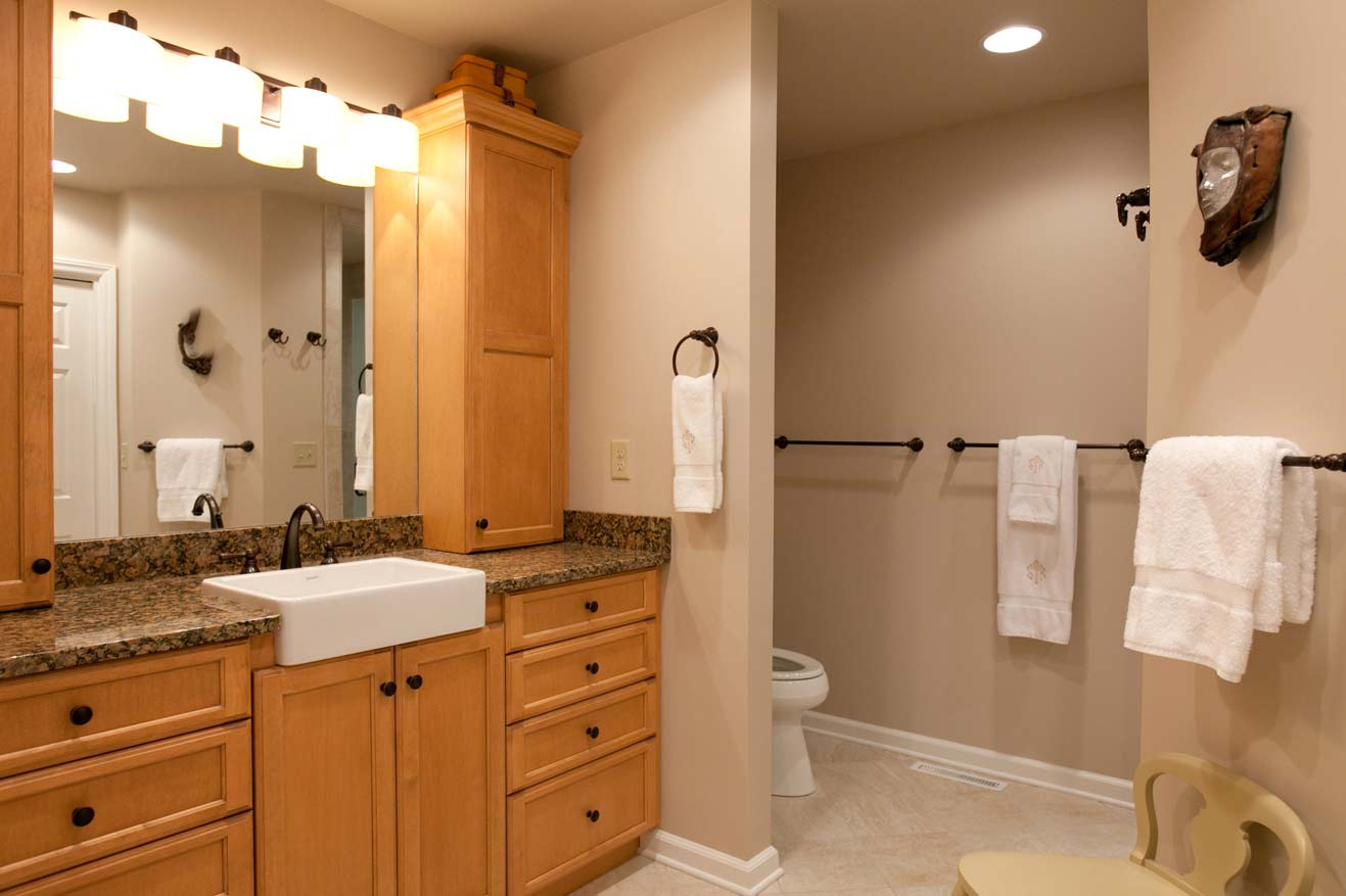 25 best bathroom remodeling ideas and inspiration for Bathroom cabinet renovation ideas