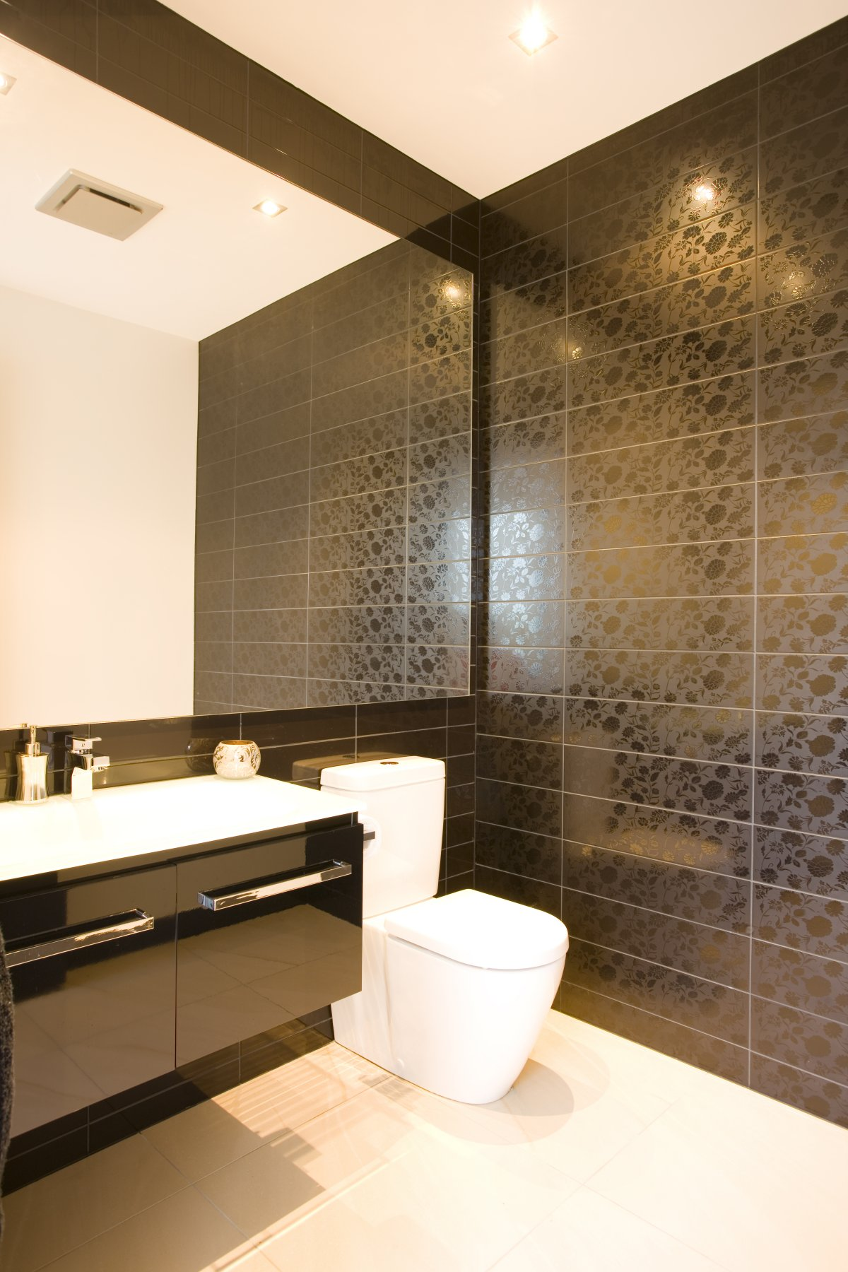 25 modern luxury bathrooms designs for Black tile bathroom designs