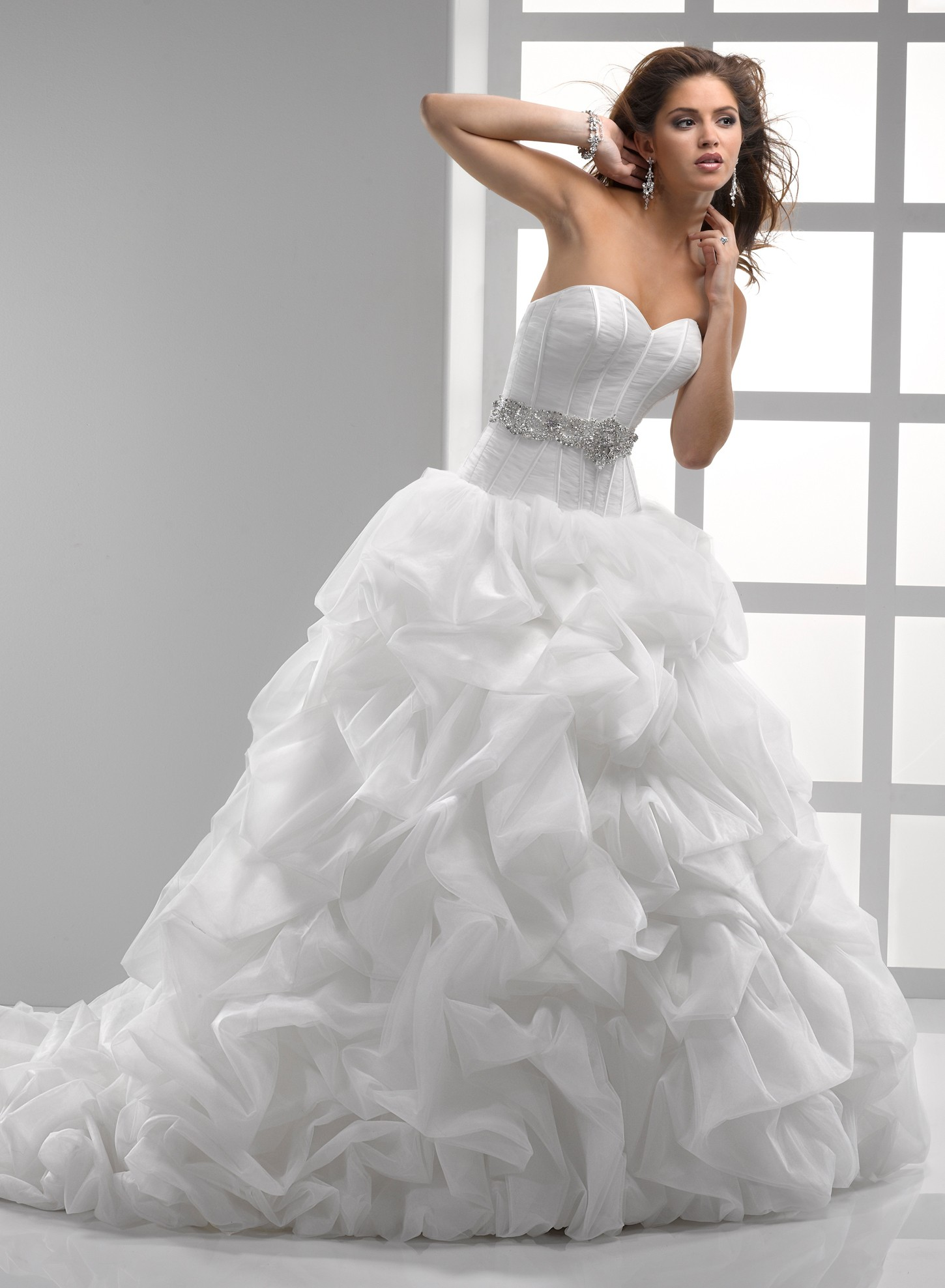 light-tulle-and-chic-organza-ball-gown-sweetheart-wedding-dress