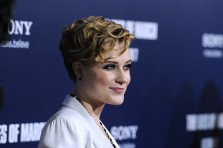 Cute and Classy Curly Pixie Hairstyles for Women
