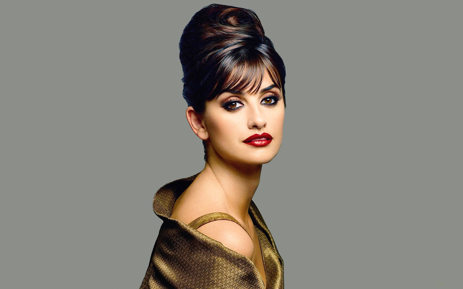 Stylish celebrity bun hairstyles