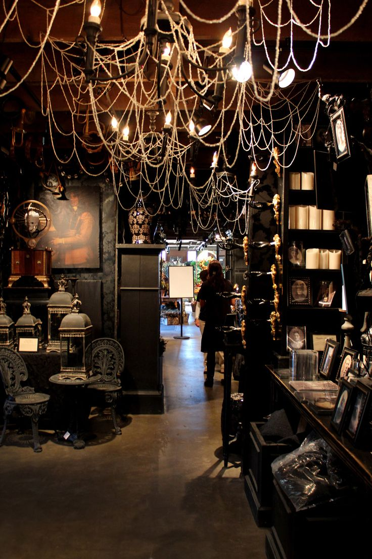 Stunning-Gothic-Halloween-Decorations