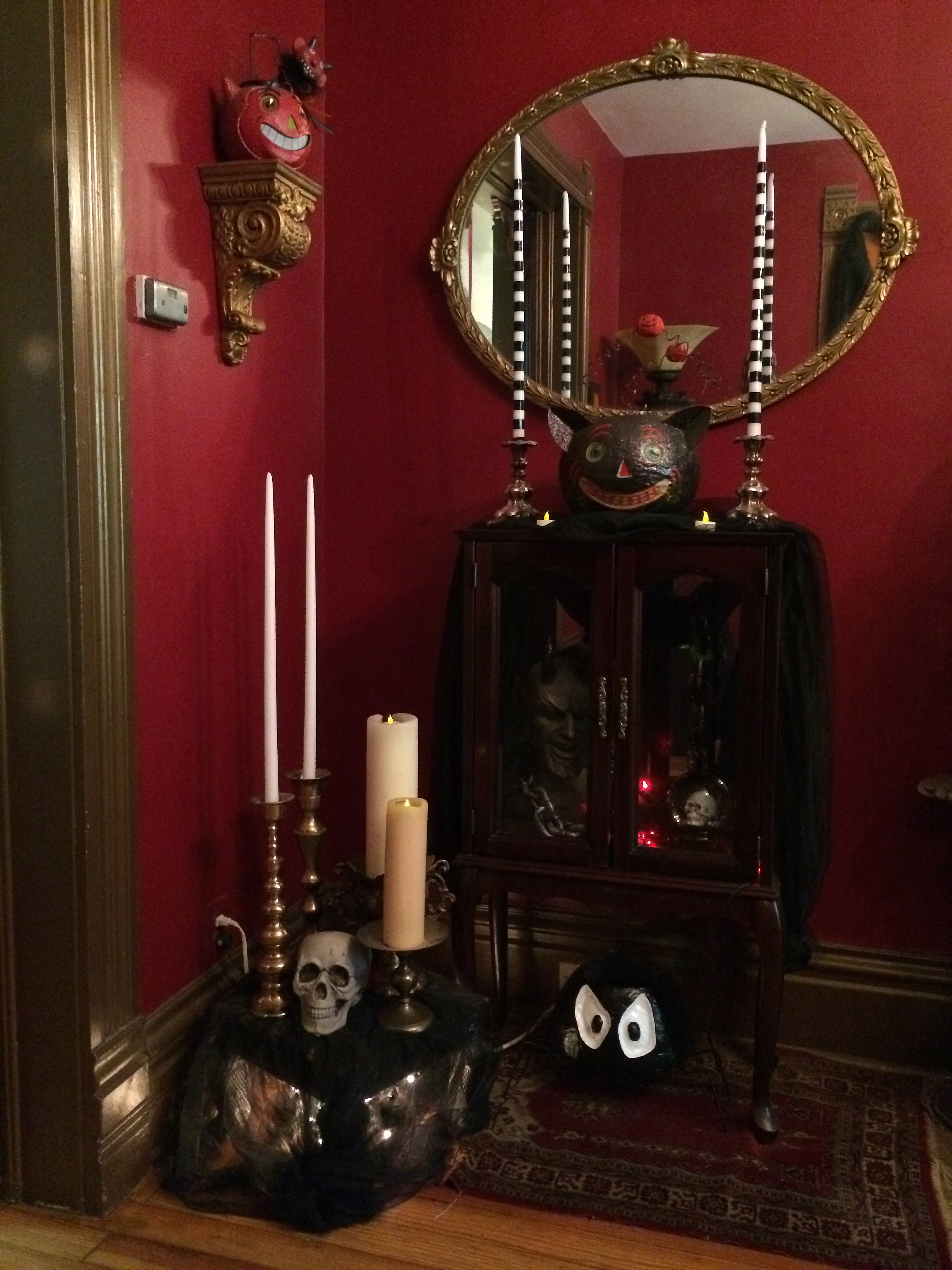 Victorian-Gothic-Halloween-Decorations