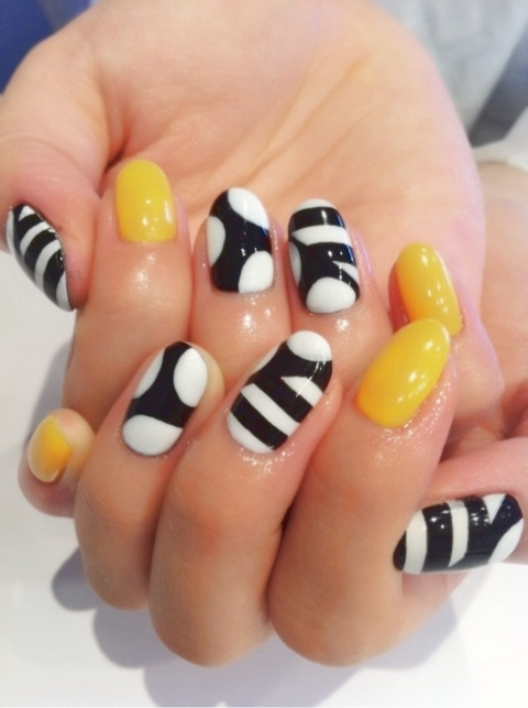 fun_bee_nail_art