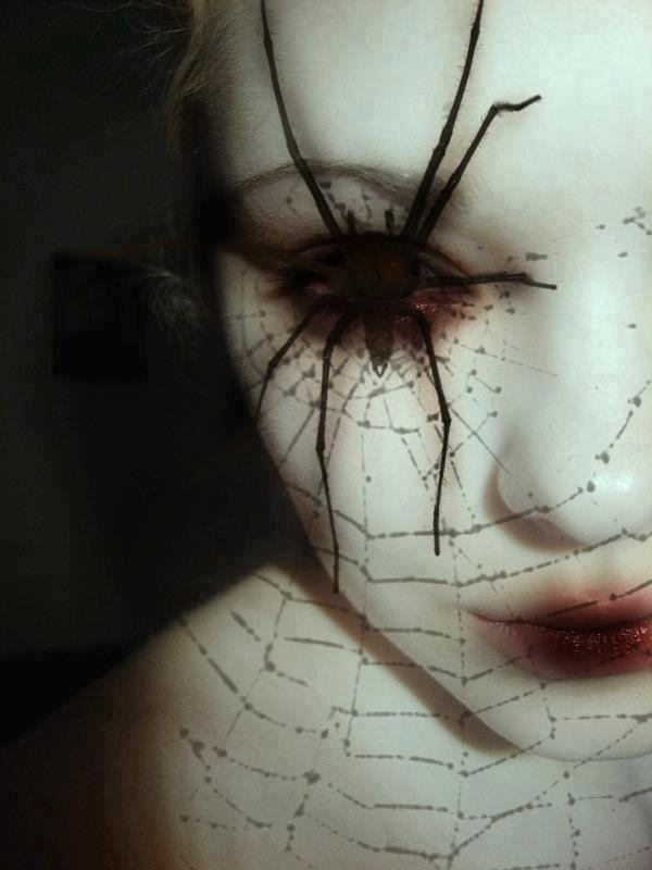 Black-Widow-Spider-Eyes-Makeup