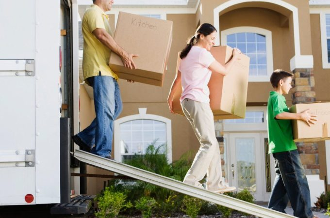How Hiring Movers is More Beneficial Vs DIY Moving