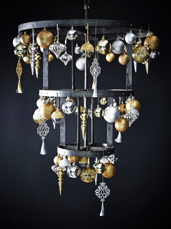 Glittering-Black-And-Gold-Christmas-Decor-ideas-35