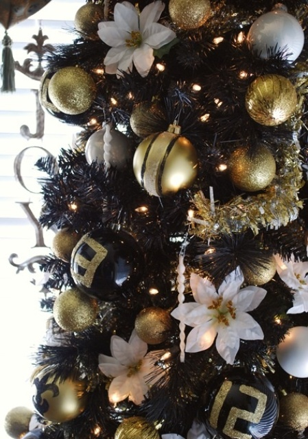 Glittering-Black-And-Gold-Christmas-Decor-ideas-8