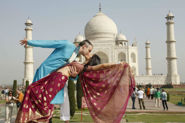married-at-taj-mahal-a-year-ago3