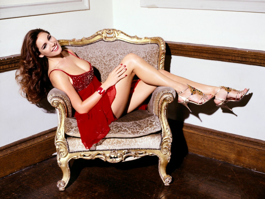 kelly_brook_in_sexy_red_dress