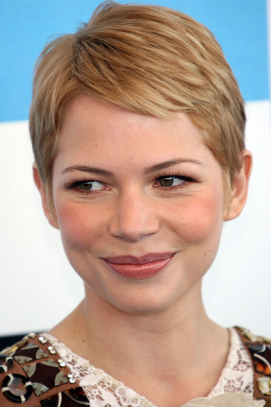 michelle-williams-and-pixie-cut-gallery