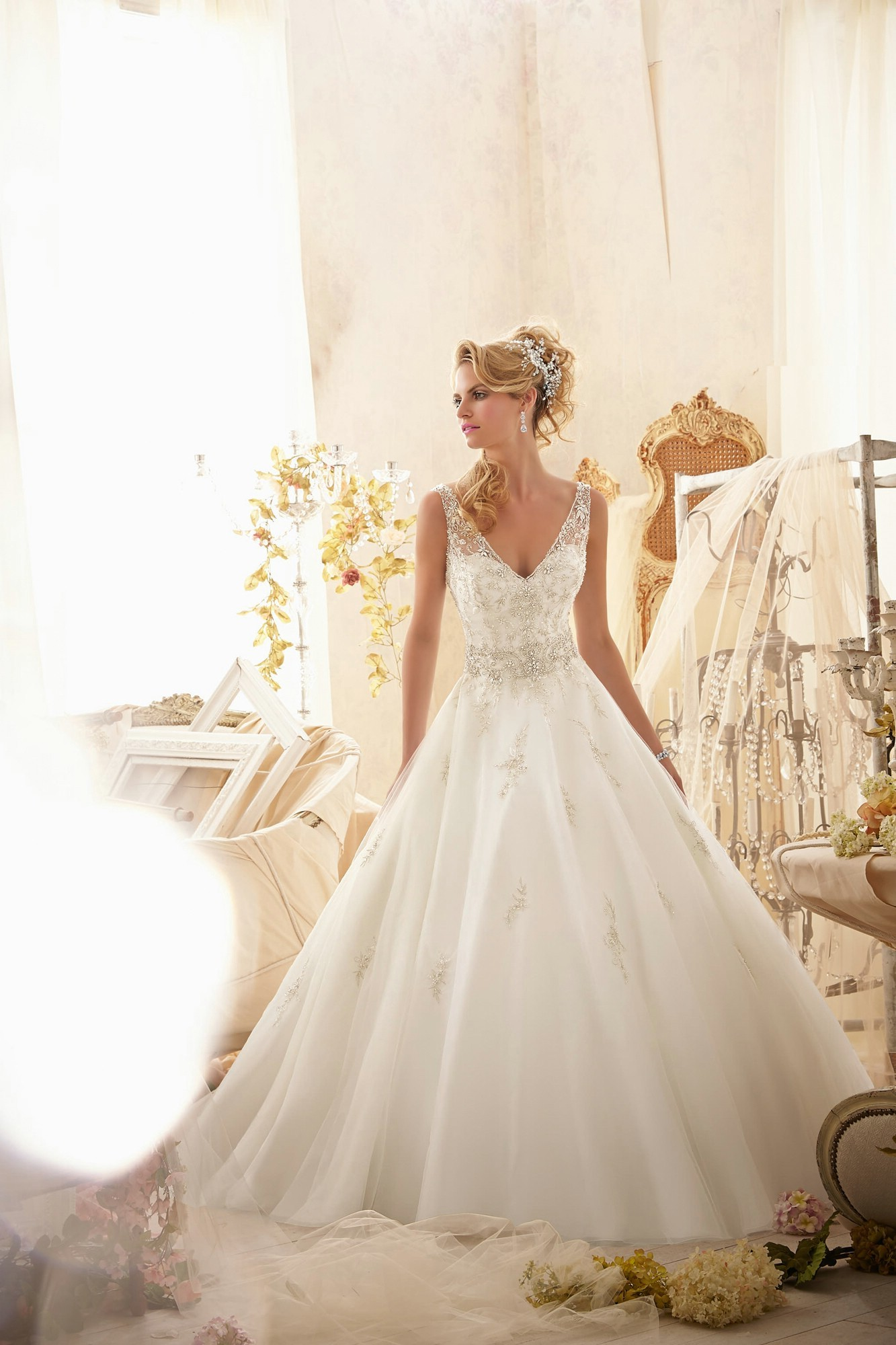 v-neck-chapel-train-satin-ball-gown-wedding-dress-