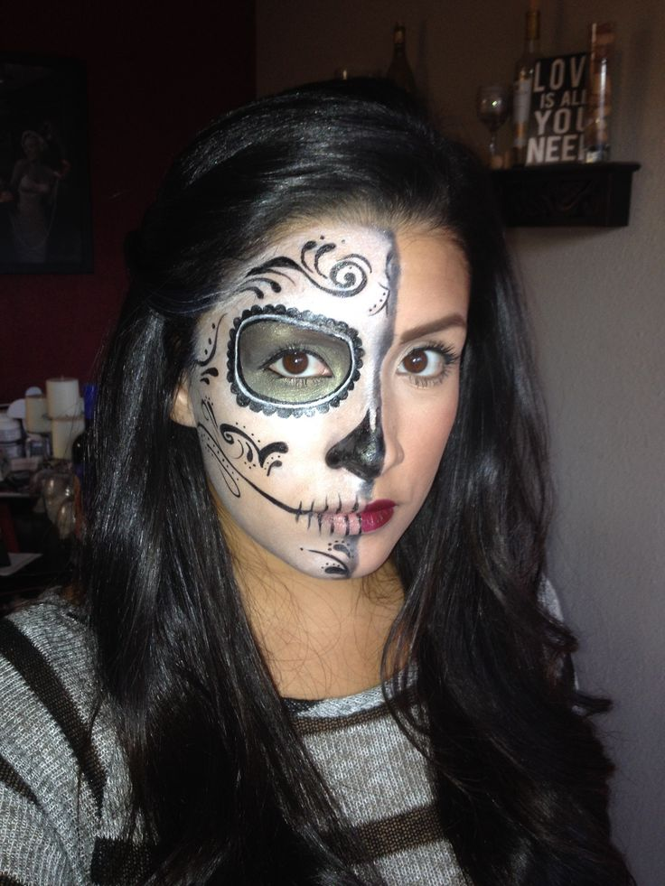 Stunning Day of The Dead Halloween Makeup