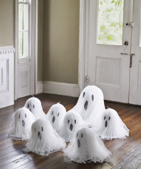 diy-halloween-decorations-floor-ghosts