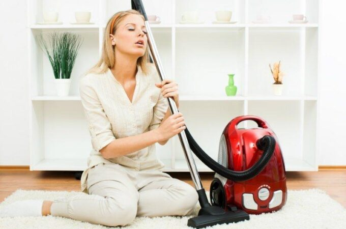How Long Do Vacuums Last? 4 Signs Yours May Need Replaced