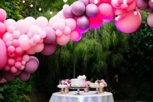 8 Brilliant Ideas To Vamp Up Your Party Space with Balloons